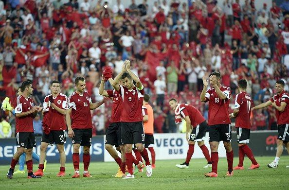 Les joueurs albanais remercient leurs supporters (Source: uefa.com)