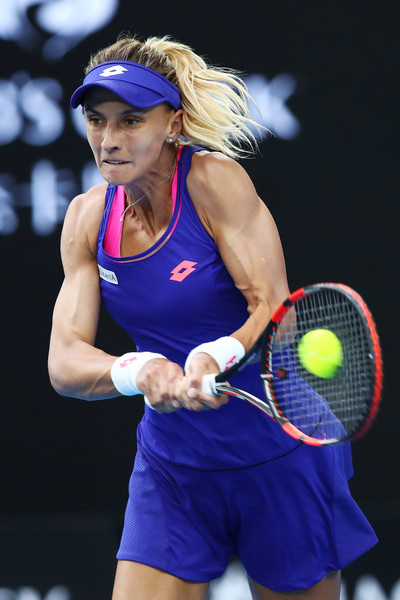 Lesia Tsurenko hits a backhand | Photo: Cameron Spencer/Getty Images AsiaPac