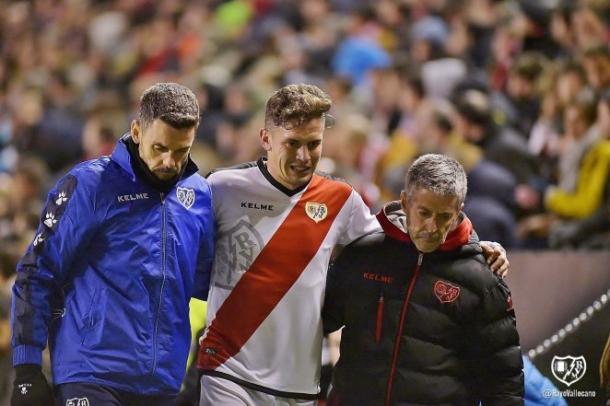Gorka Elustondo tiene que ser sustituido frente al Éibar. / Fotografía: Rayo Vallecano.