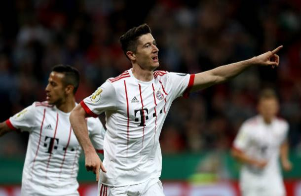Lewandowski deixou o seu na vitória do Bayern (Foto: Maja Hitij/Bongarts via Getty Images)