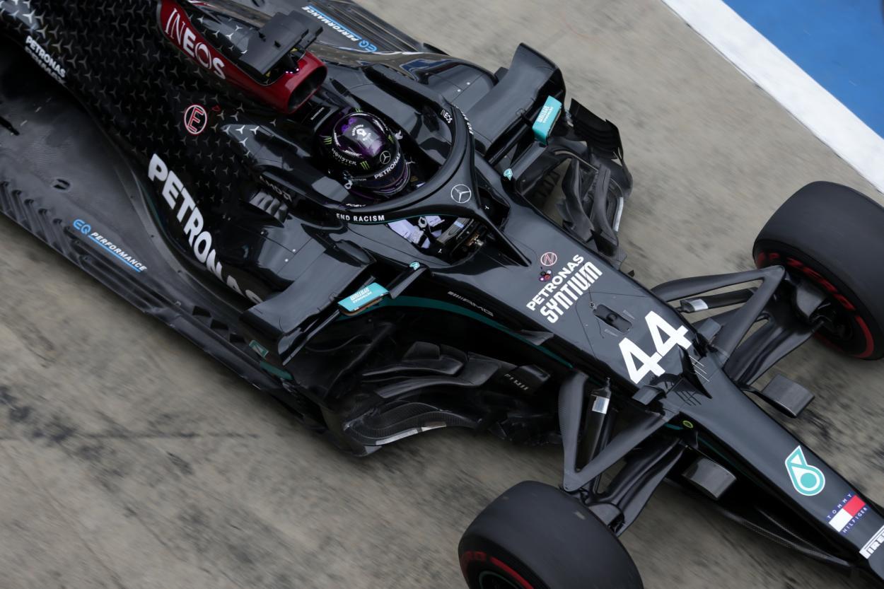 Lewis Hamilton conduciendo su Mercedes. FUENTE: F1
