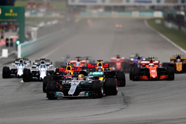 Lewis Hamilton durante la salida del GP de Malasia. Fuente: Getty Images