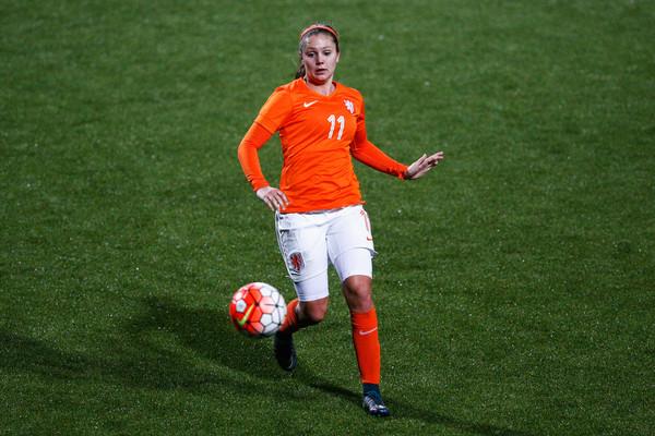 Atacante holandesa é uma das apostas do Barça para a próxima temporada (Foto: Dean Mouhtaropoulos/Getty Images)