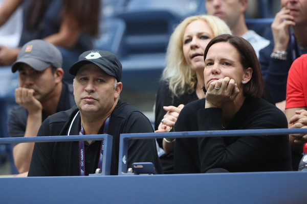 Lindsay Davenport watches Keys during the US Open final | Photo: Matthew Stockman/Getty Images North America