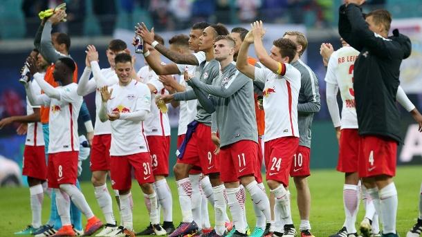 Il Lipsia ringrazia i tifosi alla fine di una partita, theguardian.com