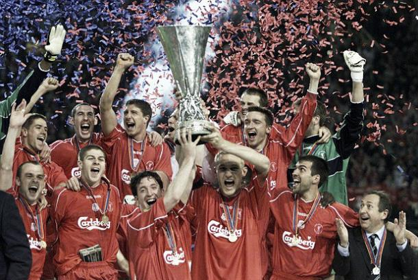 Liverpool win the UEFA cup in 2001, with a hold of youngsters taking centre stage (image:getty)