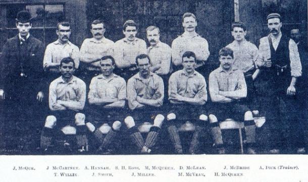 Primer equipo del Liverpool Football en la temporada 1892-93 (PD).
