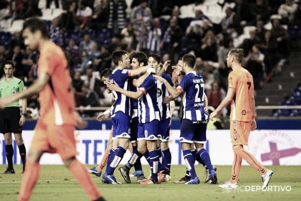 Juan Domínguez celebra un gol ante la Llagostera. Foto: RC Deportivo.