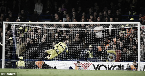 Above: Hugo Lloris watches Eden Hazard's goal in Chelsea's 2-2 draw with Tottenham | Photo: Reuters