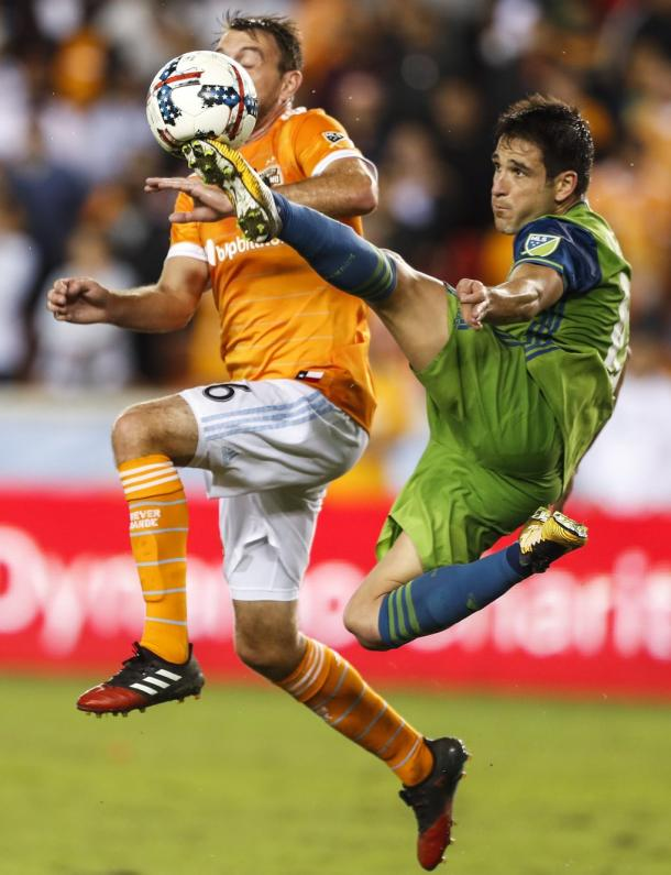Seattle Sounders' Nicolas Lodeiro challenges Houston Dynamo's Eric Alexander. Photo: Brett Coomer / Houston Chronicle
