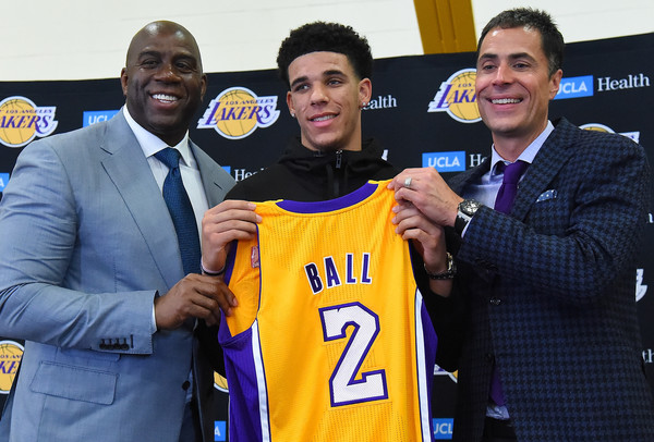 Lonzo Ball es presentado como nuevo jugador de Los Ángeles Lakers | Fotografía: Getty Images