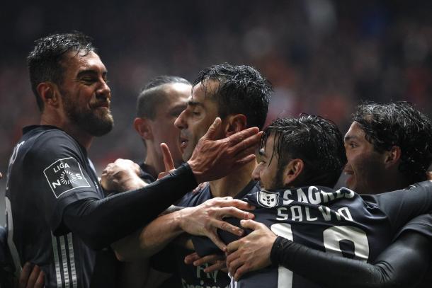 Jonas es felicitado por sus compañeros | Foto: SL Benfica