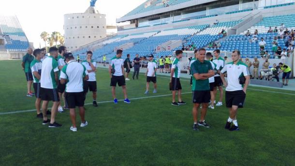 Los jugadores del Betis a su llegada al Estadio Algarve | Foto: Real Betis