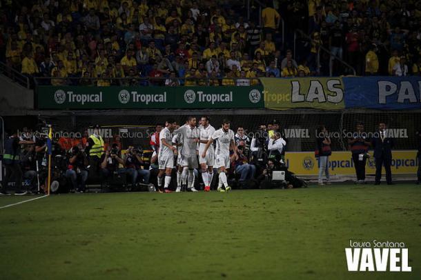 Los madridistas celebrando el gol de Asensio en Las Palmas | Foto: Laura Santana - VAVEL