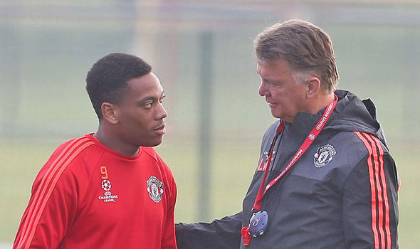 Van Gaal giving Martial some advice in training | Photo: Getty Images