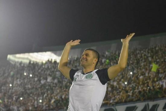 Louzer assumiu sob desconfiança, mas já garantiu um título (Foto: Letícia Martins / Guarani Press)