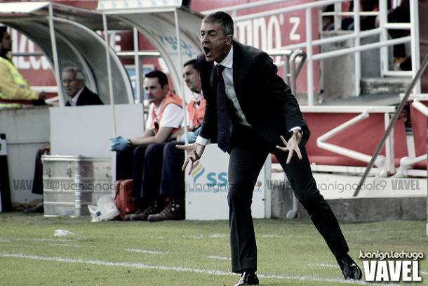 Lucas Alcaraz dirigiendo al Levante la temporada 2014/15 | Foto: Juanlgn.Lechuga