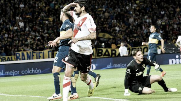 Gol de Lucho en el Superclásico amistoso en Córdoba. (Foto: web)