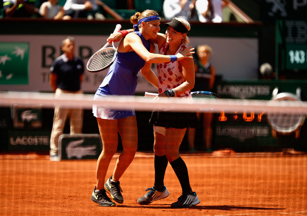 Bethanie Mattek-Sands and Lucie Safarova celebrates winning the French Open title | Photo: Adam Pretty/Getty Images Europe
