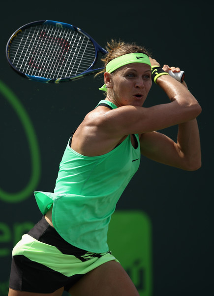 Lucie Safarova clinched the victory within just 62 minutes | Photo: Julian Finney/Getty Images North America
