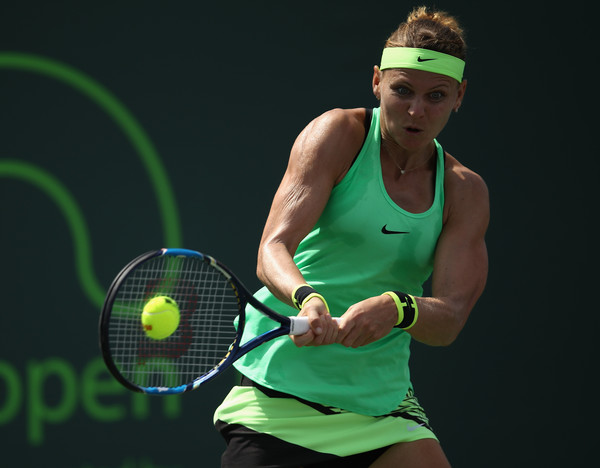 Lucie Safarova hits a backhand | Photo: Julian Finney/Getty Images North America