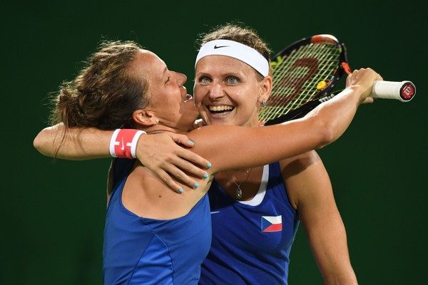 Barbora Strycova and Lucie Safarova playing doubles at the Rio Olympics | Photo: AFP / Martin Bernetti