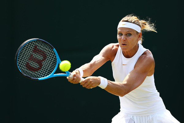 Lucie Safarova clinched the opening set and owned break points to earn the commanding lead in the second set | Photo: Michael Steele/Getty Images Europe