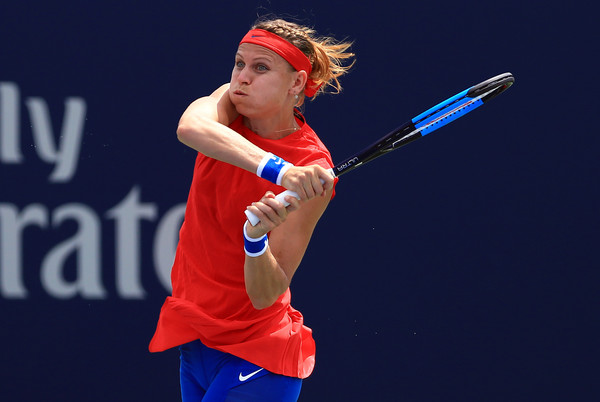 Lucie Safarova hits a backhand | Photo: Vaughn Ridley/Getty Images North America