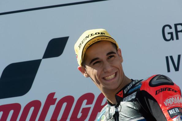 Luis Salom sonriente en el podio | Foto: Mirco Lazzari - Getty Images