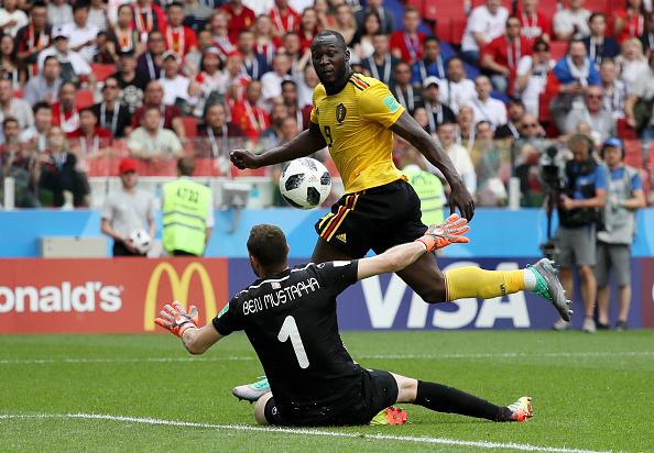 Lukaku encobriu o goleiro Ben Mustapha para fazer 3 a 1 para a Bélgica (Foto: Kevin C. Cox/Getty Images)