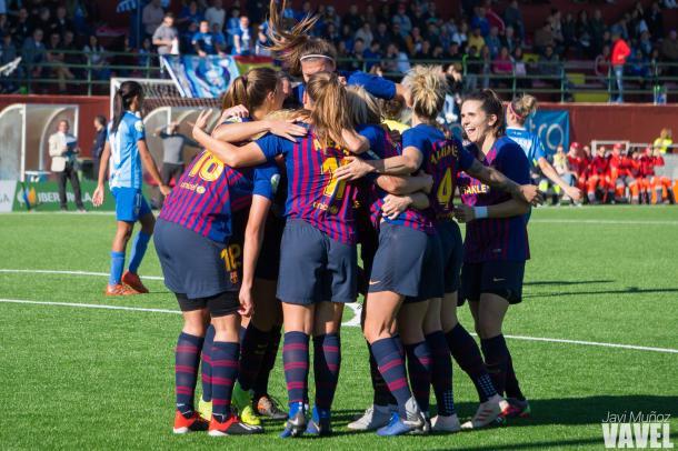 Las jugadoras del Barça celebrando el gol de Duggan.   Foto: Javi Muñoz (VAVEL)