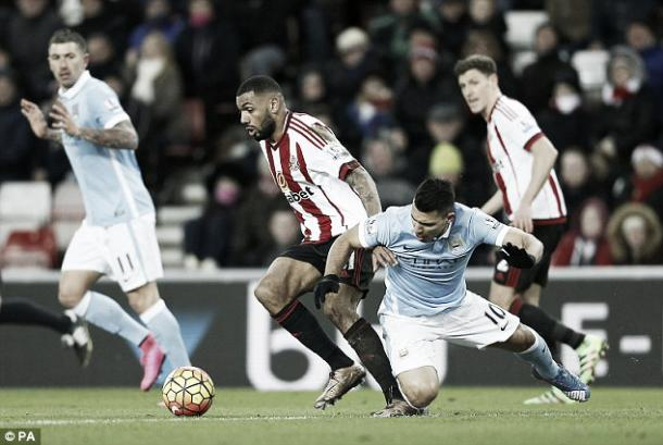 Yann M'vila batttling with Sergio Aguero in Sunderland's 1-0 defeat to Manchester City | Photo: PA