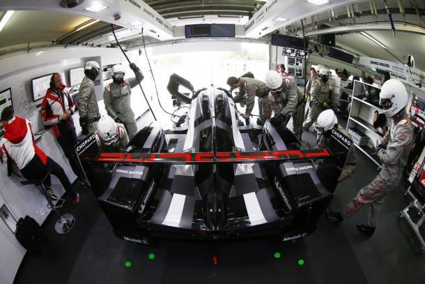 Reparos podem ser analisados após o acidente ainda com o carro na pista, mesmo que esteja a 200 km/h. (Foto: Porsche AG)