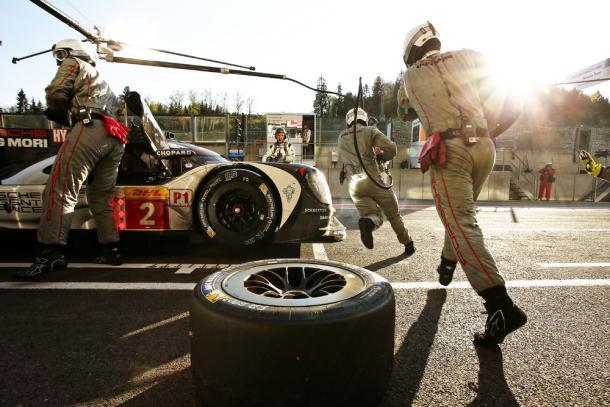 A troca de pneus deve ser feita no momento certo. (Foto: Porsche AG)