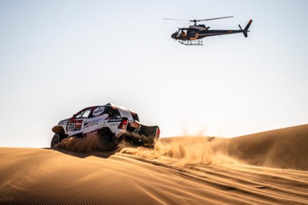 Toyota Hilux en el Dakar. Foto: fernandoalonso.com