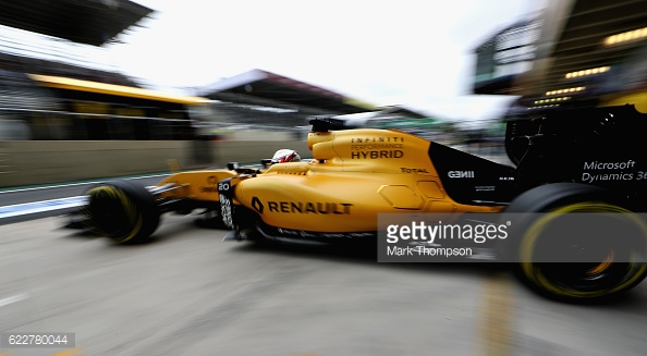 Magnussen was previously tipped to remain with Renault. | Photo: Getty Images/Mark Thompson