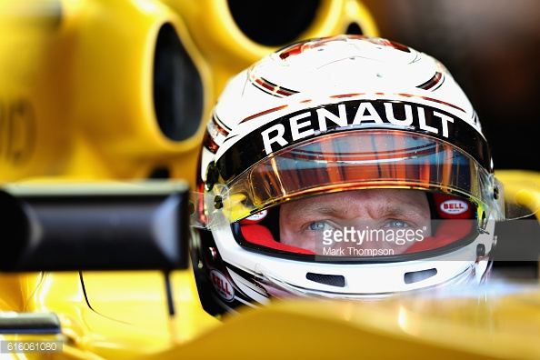 Kevin Magnussen is favourite to keep the second Renault seat. | Photo: Getty Images/Mark Thompson
