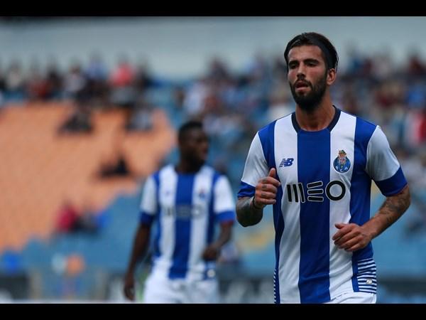 Sérgio Oliveira chegou a salvar resultados esta temporada (Foto: fcporto.pt)