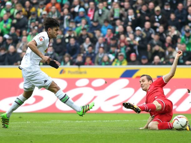 Dahoud slides his side ahead. | Image source: kicker - Getty Images