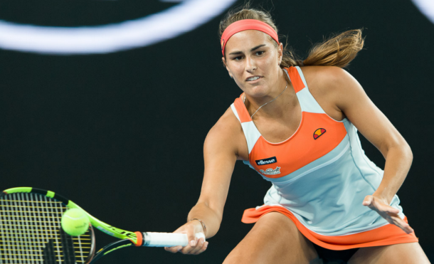 Monica Puig hitting a forehand slice | Photo: Sydney Low/CalSportMedia