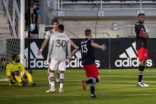 Donovan Pines celebrates his goal Scott Taetsch