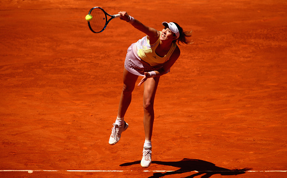 Garbiñe Muguruza serves to Anna Karolina Schmiedlova during their first round encounter at the 2016 Mutua Madrid Open. | Photo: Clive Brunskill/Getty Images Europe
