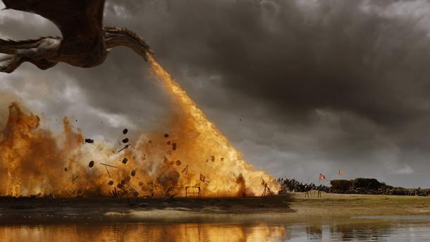 Drogon quemando tropas enemigas / Foto: IMDb.com