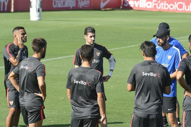 Pablo Machín en un entrenamiento con el Sevilla. Foto: sevillafc.es