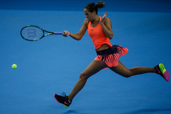 Madison Keys hits a running forehand during her quarterfinal match against Petra Kvitova at the 2016 China Open. | Photo: Etienne Oliveau/Getty Images