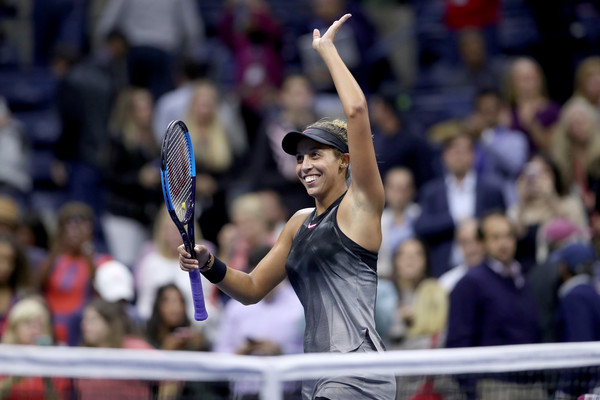 Madison Keys applauds the crowd after her one-sided victory over Coco Vandeweghe | Photo: Matthew Stockman/Getty Images North America