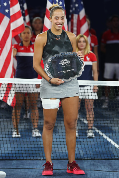 Madison Keys poses with her runner-up trophy | Photo: Elsa/Getty Images North America