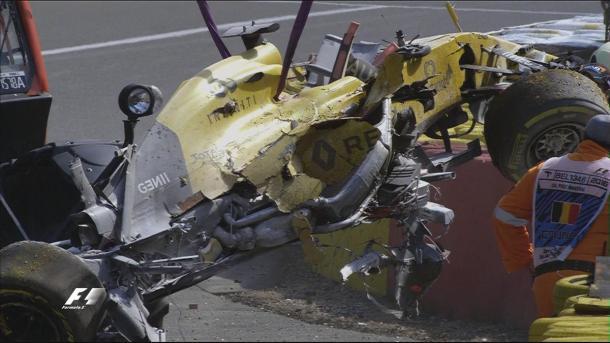 A fortíssima batida de Magnussen causou uma bandeira vermelha (Foto: Divulgação/F1)