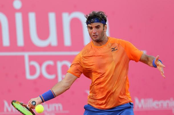 Malek Jaziri outlasted Leonardo Mayer in a tight match, this Thursday. (Photo by Millennium Estoril Open)