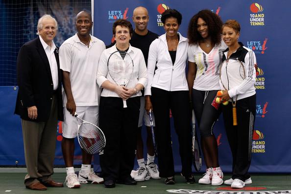 Malivai Washginton posa en acto benéfico con Michelle Obama, Billy Jean King, James Blake y Serena Williams. Foto: zimbio